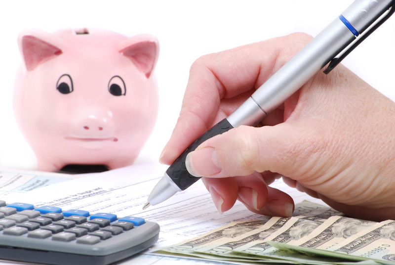 Take aid of the personal finance and budgeting apps to stay on top of your finances